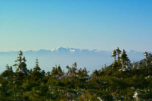冬のエコーラインより朝日連峰を望むの写真素材 [FYI01635711]
