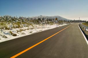冬のエコーラインより南蔵王を望むの写真素材 [FYI01635960]