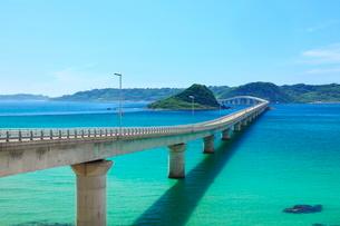角島大橋と角島の写真素材 [FYI01636310]