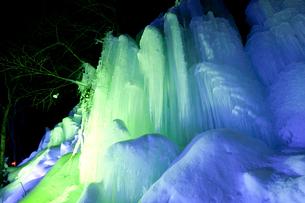 福地温泉 青だるのライトアップの写真素材 [FYI01636351]