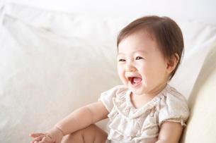 笑う赤ちゃんの写真素材 [FYI01637039]