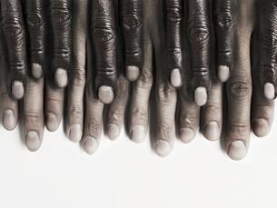 ピアノの配列のたくさんの指の写真素材 [FYI01637548]