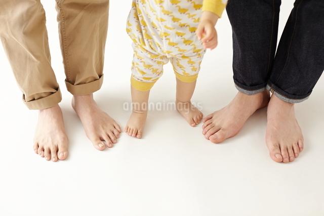 三人の家族の写真素材 [FYI01637553]