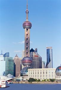 上海東方明珠電視塔がある都市の写真素材 [FYI01637659]
