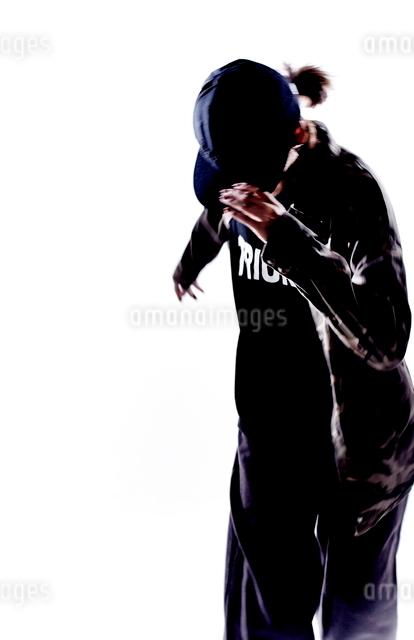 ダンスをする女性のシルエットの写真素材 [FYI01637814]