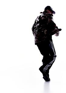 ダンスをする女性のシルエットの写真素材 [FYI01637937]