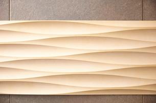 木の板の上の葉の写真素材 [FYI01638243]