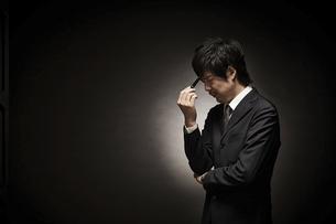 疲れたビジネスマンの写真素材 [FYI01638247]