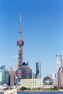 上海東方明珠電視塔がある都市の写真素材 [FYI01638387]