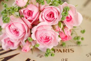 バラと時計の写真素材 [FYI01638431]