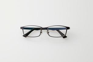 黒いフレームの眼鏡の写真素材 [FYI01638489]