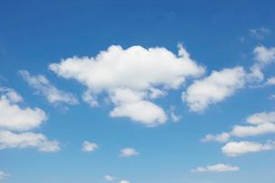 晴天の空と雲の写真素材 [FYI01638505]