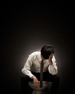 疲れたビジネスマンの写真素材 [FYI01638523]