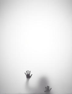 苦しそうなシルエットの写真素材 [FYI01638552]