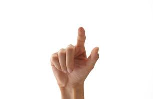 スイッチを押す女性の手の写真素材 [FYI01638557]