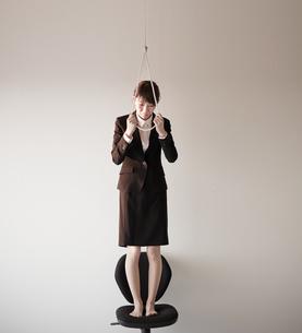 自殺しようとしている女性の写真素材 [FYI01638823]