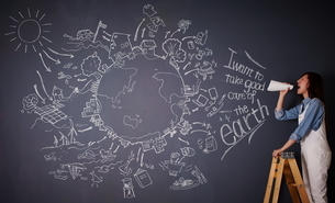 黒板に描かれた地球の絵に向かって叫ぶ女性のイラスト素材 [FYI01638871]