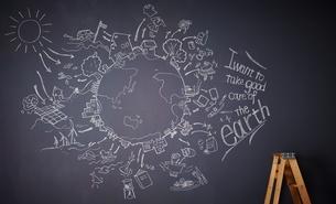黒板に描かれた地球の絵のイラスト素材 [FYI01638878]