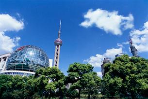 公園から望む東方テレビタワーの写真素材 [FYI01638991]