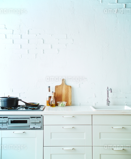 白いキッチンの写真素材 [FYI01639192]