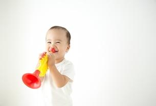 遊んでいる子供の写真素材 [FYI01639232]