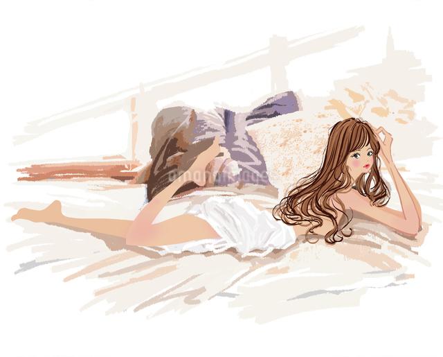 ベッドで寝転ぶ女の子のイラスト素材 [FYI01639636]
