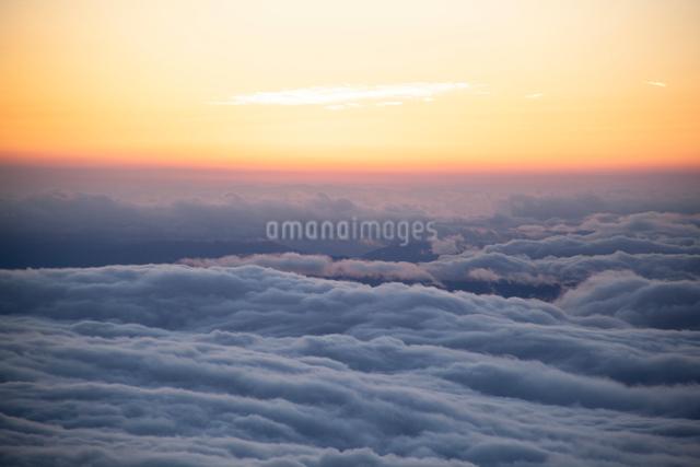 夕暮れの雲海の写真素材 [FYI01639655]