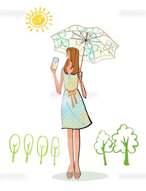 夏に日傘を差し、日焼け止めを塗るワンピースの女性のイラスト素材 [FYI01639690]