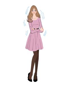 冷え性で悩むワンピースの女性のイラスト素材 [FYI01639774]