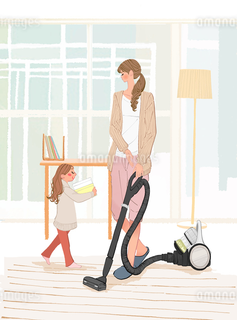 リビングで掃除機をかけるお母さんと片づけを手伝う子供のイラスト素材 [FYI01639789]