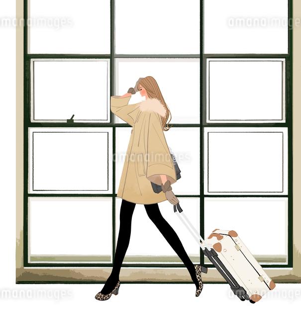 スーツケースを引いて歩くコートを着た女の子のイラスト素材 [FYI01639822]