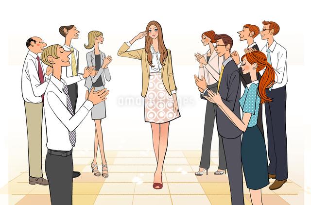 会社で同僚のみんなに拍手される女性のイラスト素材 [FYI01639877]