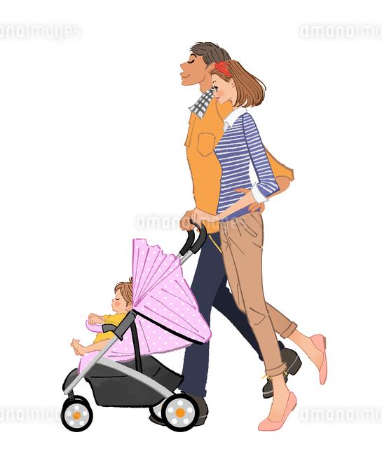 赤ちゃんの乗るベビーカーを押すママとパパのイラスト素材 [FYI01639946]