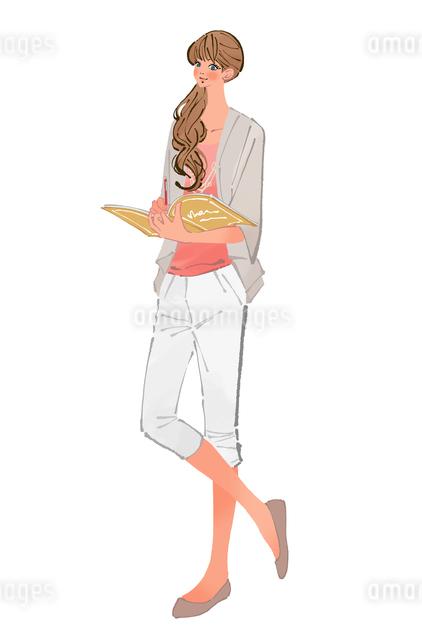 ノートを開いてペンでメモを取る髪を結んだ女性のイラスト素材 [FYI01639968]
