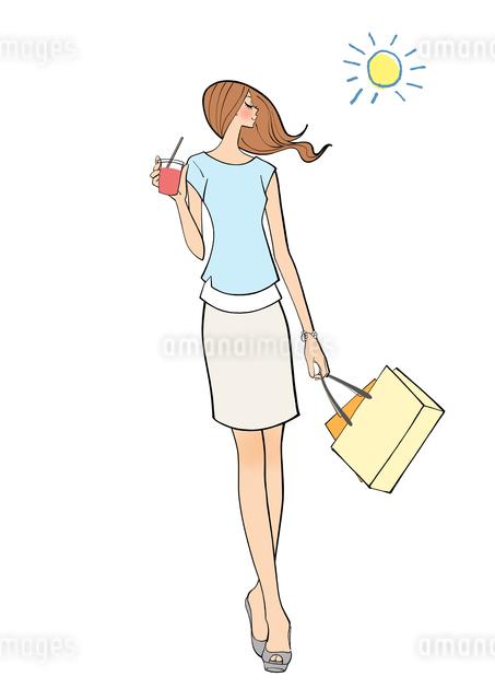 天気の良い日に買い物に出かけドリンクを飲む女の子のイラスト素材 [FYI01640043]