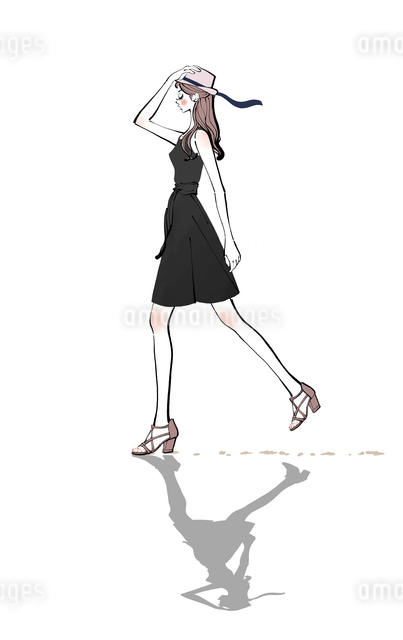 帽子を手で押さえて歩く黒いワンピースの女性のイラスト素材 [FYI01640083]