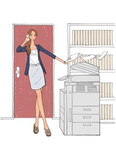 オフィスでコピーを取りながらスマートフォンで話す女性のイラスト素材 [FYI01640173]