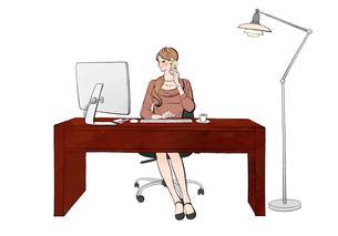 オフィスでデスクに座りパソコンで仕事しながらスマホで話す女性のイラスト素材 [FYI01640176]