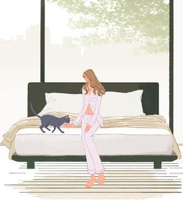 ベッドに座り猫と遊ぶパジャマを着た女性のイラスト素材 [FYI01640222]