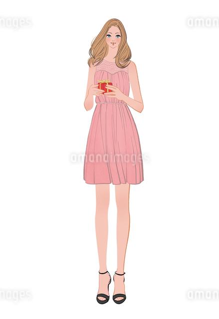 ドレスを着てプレゼントを持つ女の子のイラスト素材 [FYI01640234]