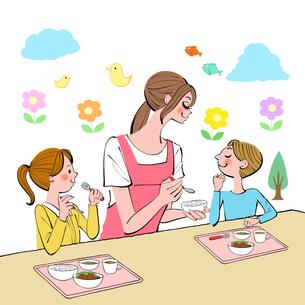 給食を食べる子供達と世話をする保育士のイラスト素材 [FYI01640263]
