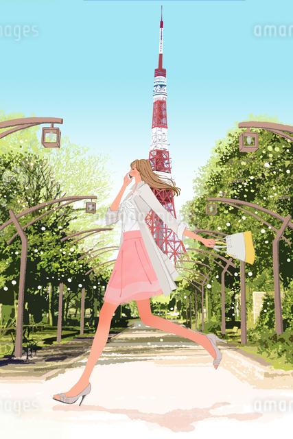 東京タワーのそばを携帯電話をかけながら走る春の女性のイラスト素材 [FYI01640269]