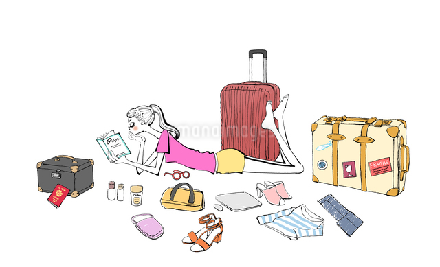 本を読みながら旅行の準備をする女の子のイラスト素材 [FYI01640316]