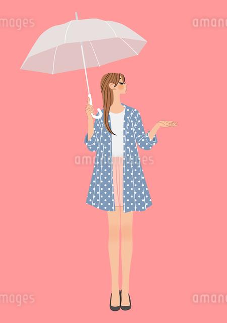 傘を差す雨上がりの女性のイラスト素材 [FYI01640346]