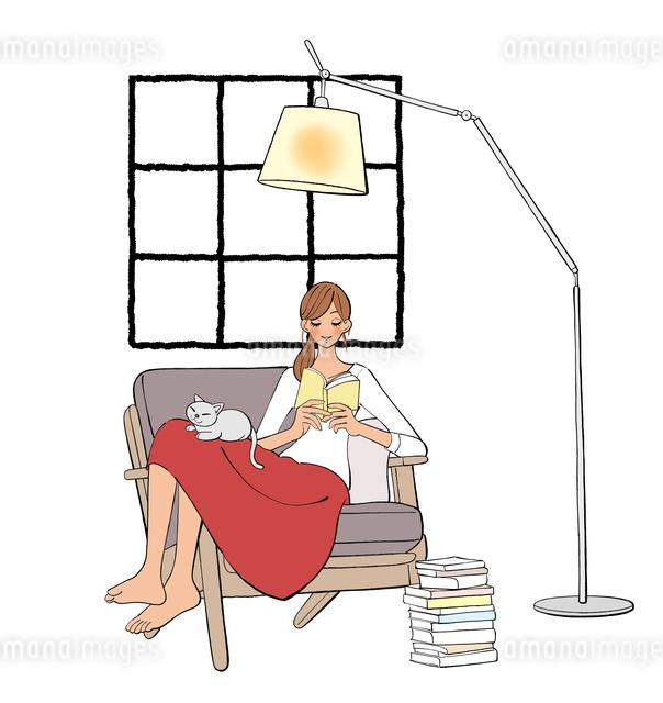 ソファに座り本を読む女の子と膝の上で眠る猫のイラスト素材 [FYI01640409]