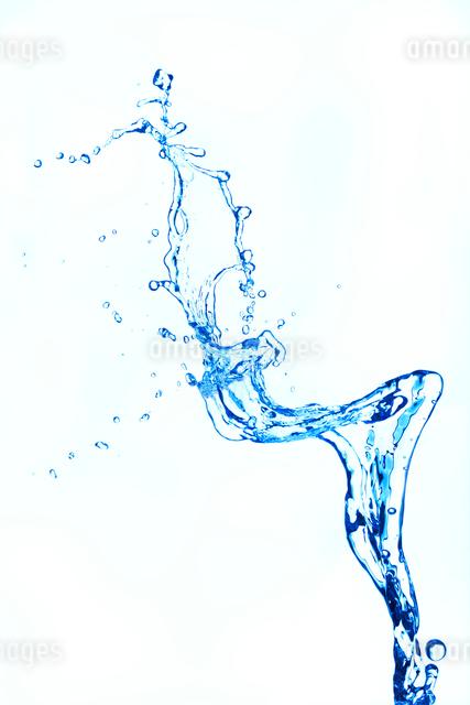 飛び跳ねる水の写真素材 [FYI01640435]