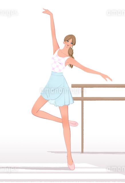 クラシックバレエの稽古をする練習室の女性のイラスト素材 [FYI01640480]