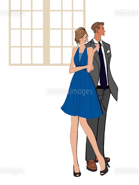パイプを吸うドレスの女性とスーツを着た男性のイラスト素材 [FYI01640594]