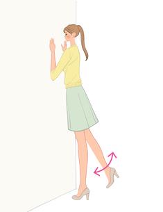 壁に手をつけて脚を上下させる運動をする女性のイラスト素材 [FYI01640599]