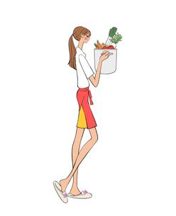 キッチンで料理をしようと野菜の入った鍋を持つ女性のイラスト素材 [FYI01640662]